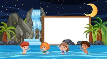 enfants en vacances à la scène de nuit de plage avec un modèle de bannière vide vecteur