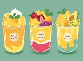 Smoothie à la mangue. la pulpe de mangue jaune d'or et de myrtille, de fraise, d'avocat et de kiwi vecteur