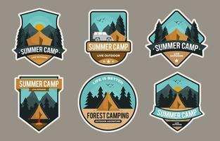 collection de badges de camp d'été vecteur