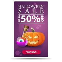 vente d'halloween jusqu'à 50 hors bannière moderne verticale violette avec pour votre art avec potion de citrouille et sorcière vecteur