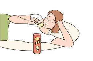 une fille est allongée confortablement sur un coussin et mange des chips. illustrations de conception de vecteur de style dessinés à la main.