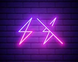 icône néon d'énergie électrique violette et violette. illustration vectorielle de panneau électrique au néon violet et violet composé de contours au néon, avec rétroéclairage sur fond de mur de briques sombres vecteur