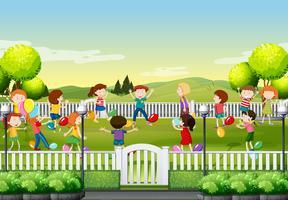 Enfants jouant au ballon dans le parc vecteur