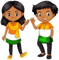 Garçon et fille de l'Inde agitant les mains vecteur