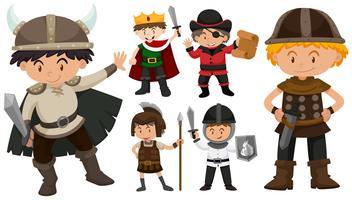 Garçons en costumes différents