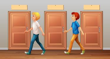 Deux hommes marchant dans le couloir