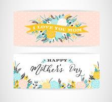 Jeu de cartes de voeux avec des fleurs de fête des mères heureux lettrage. vecteur