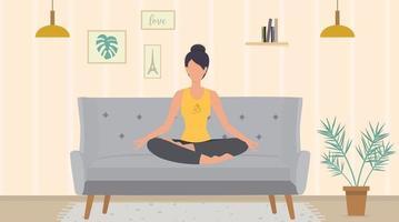 la femme médite assise dans la posture du lotus sur le canapé vecteur