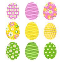 Oeufs de Pâques avec motifs rétro et pois