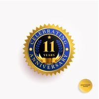Insigne d'or ans anniversaire vecteur