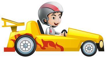 Garçon en voiture de course jaune