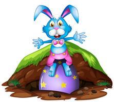 Un lapin de Pâques heureux sur fond blanc