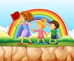 Enfants marchant après la femme sur la falaise