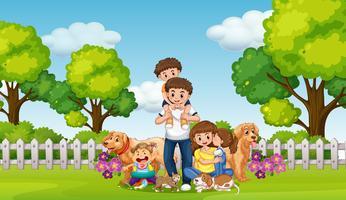 Famille heureuse et animaux domestiques dans le parc