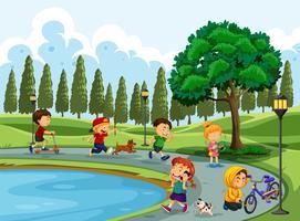 Personnes faisant de l'activité au parc
