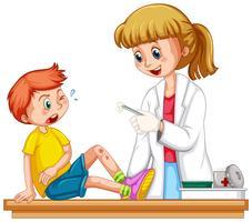 Docteur nettoyant la plaie d'un garçon