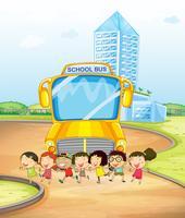 Enfants et bus scolaire