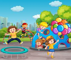 Enfants jouant dans une aire de jeux