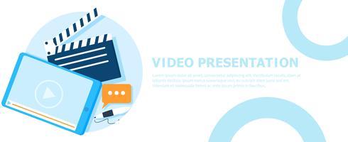 Bannière de présentation vidéo. Tablette avec une vidéo et un stylo et un clapet de film. Illustration de plat Vector
