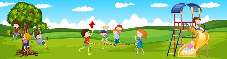 Enfants jouant à des jeux dans le parc vecteur