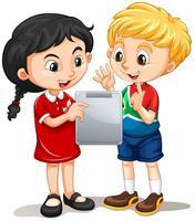 Garçon et fille regardant l'écran vecteur
