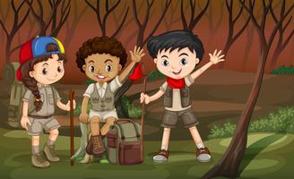 Enfants en randonnée dans les bois vecteur