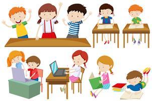Etudiants apprenant et lisant vecteur
