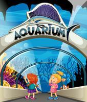Deux filles visitant un aquarium vecteur