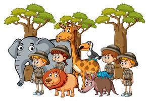 Beaucoup d'enfants et d'animaux dans le zoo vecteur