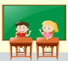 Deux enfants posant une question en classe