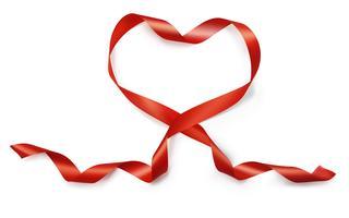 Valentin coeur réaliste du vecteur de ruban de soie rouge