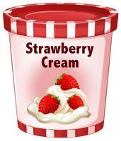 Fraise à la crème dans une tasse rouge