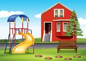 Terrain de jeux devant la maison