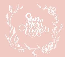 Main dessinée heure d'été avec guirlande décorative fleurs doodle croquis lettrage logo vectoriel illusrtation, lettrage de calligraphie moderne sur blanc Illustration vectorielle