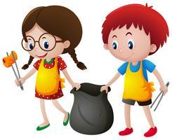Garçon et fille ramassant des ordures vecteur