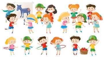 Enfants jouant à différents jeux vecteur