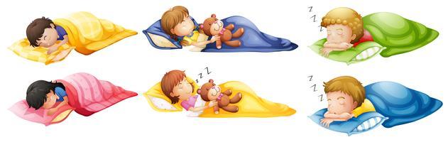 Enfants dormant à poings fermés vecteur