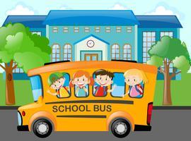 Les enfants montent l'autobus scolaire à l'école vecteur