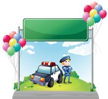 Un policier avec sa voiture près du plateau vide vert