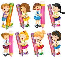 Enfants avec des crayons