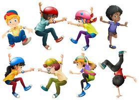 Garçons et filles dans différentes positions de saut