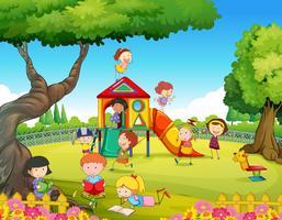 Enfants jouant dans la cour de récréation vecteur