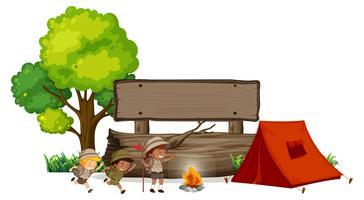 Camping enfants avec bannière en bois vecteur