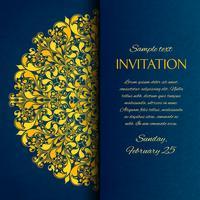 Carte d'invitation bleue ornementale avec broderie d'or vecteur