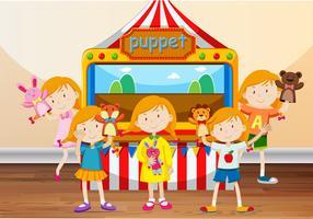 Enfants jouant avec des marionnettes