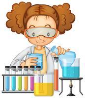 Un étudiant en classe de laboratoire scientifique