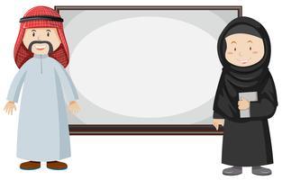 Couple musulman debout près du plateau vecteur