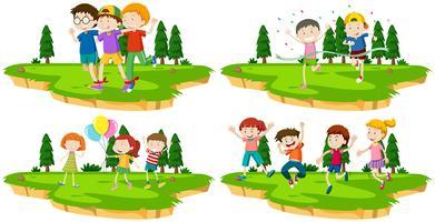 Quatre scènes d'enfants jouant à des jeux dans un parc vecteur