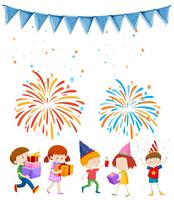 Enfants à la fête avec fond de feu d'artifice