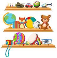 Jouets et instruments sur des étagères en bois